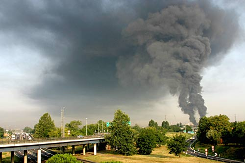 Picture from fire in Baranzate (Milan), 30 July 2004