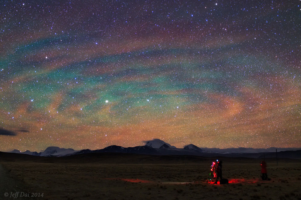 Photo of rippled airglow over Tibetan Plateau, taken by Jeff Dai on 27 April 2014 at 15:56 UTC