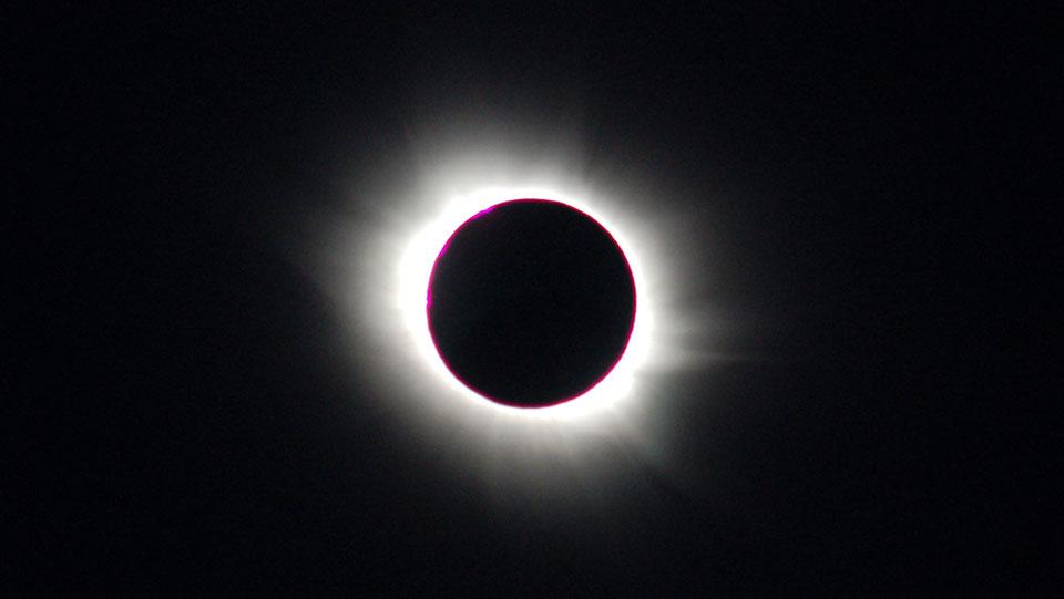 Total eclipse in Svalbard. Credit: Kjetil Slettnes