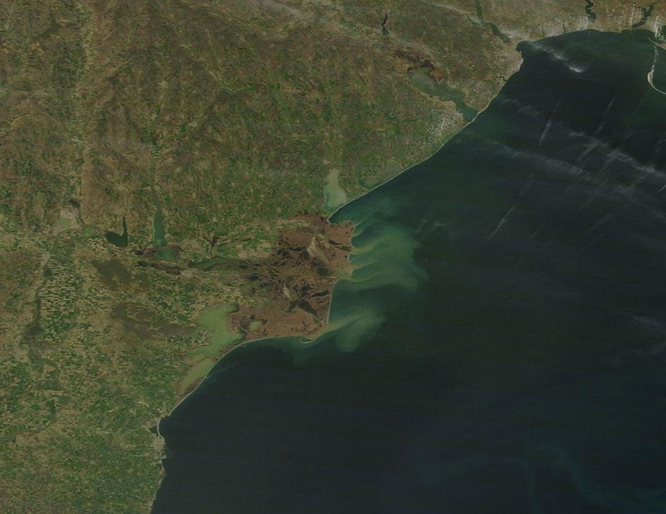 Terra MODIS, 04 April, 08:45 UTC