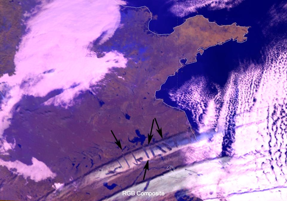 Himawari-8 Cloud Phase RGB, 28 Dec 02:20 UTC. Black arrow indicate the holes.