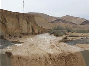 Flood waters of the Mamsheet River, adjacent to the Tsafit river. Credit: Leo Wolin, Israel Water Authority