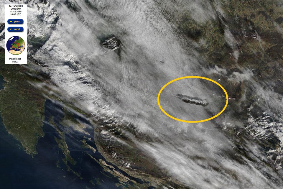 Terra MODIS True Color, 15 Nov, 10:00 UTC, showing the distrail