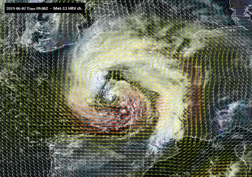 Meteosat-11 High Resolution Visible (HRV) with wind barbs at 850 hPa overlaid, 7 June 09:00 UTC