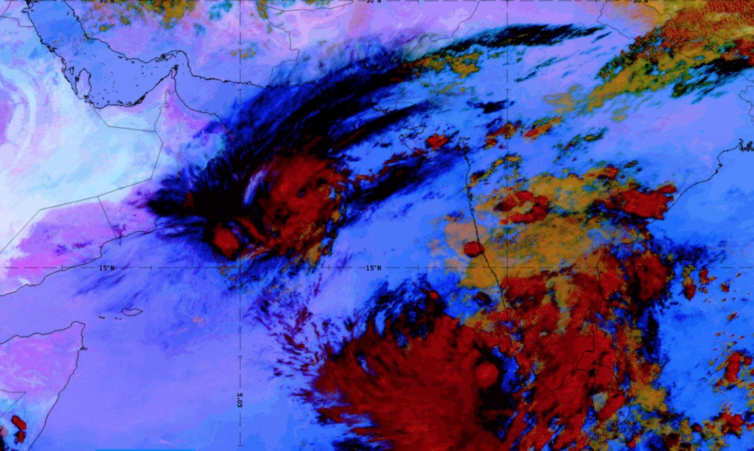 Metosat-8 Dust RGB, 30 Oct 15:00 UTC shows the drifting high level cirrus cloud