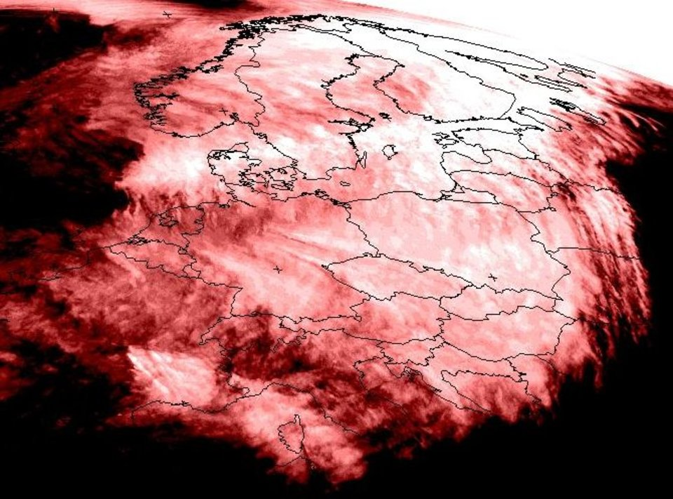 Minimum image at infrared 10.8 µm for the period from 12:00 UTC on Sunday to 09:00 UTC on Monday.