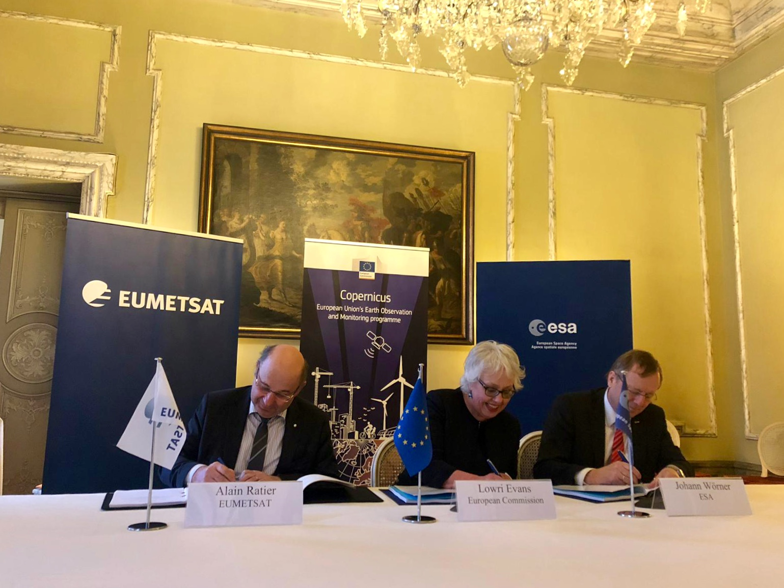 Signatories of the agreement (left to right) Alain Ratier, EUMETSAT, Lowri Evans, EC, Jan Woerner, ESA