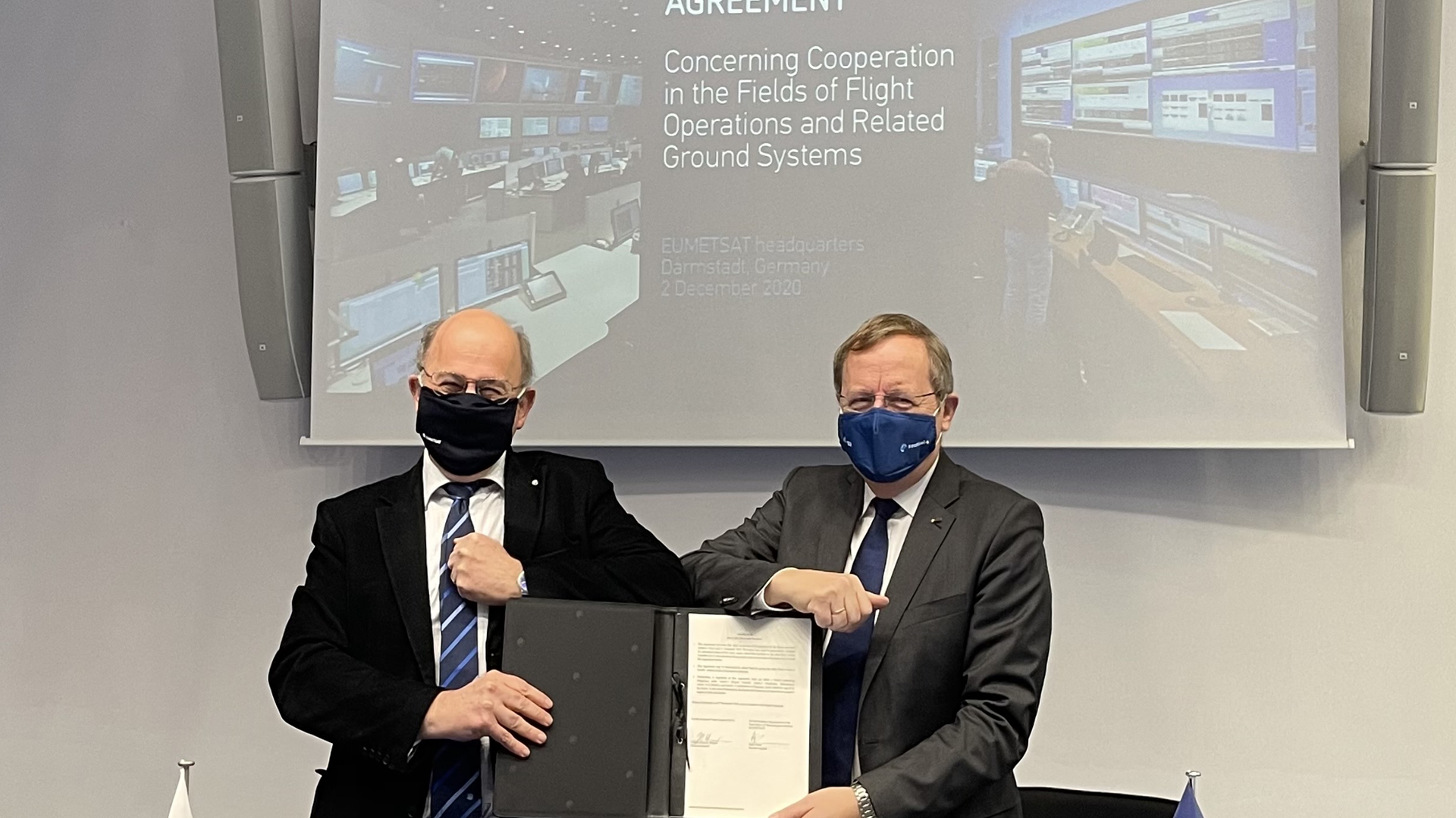 EUMETSAT Director-General Alain Ratier and ESA Director General Johann-Dietrich Wörner at the signing ceremony at EUMETSAT headquarters, Wednesday December 2, 2020