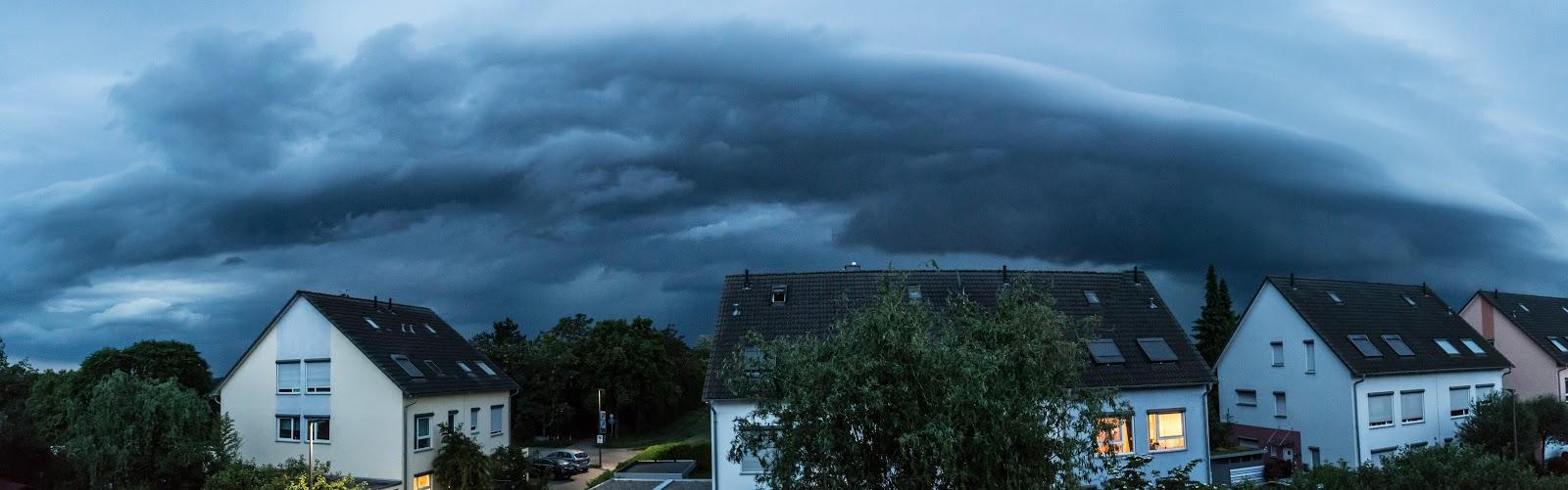 Shelf cloud over Griesheim