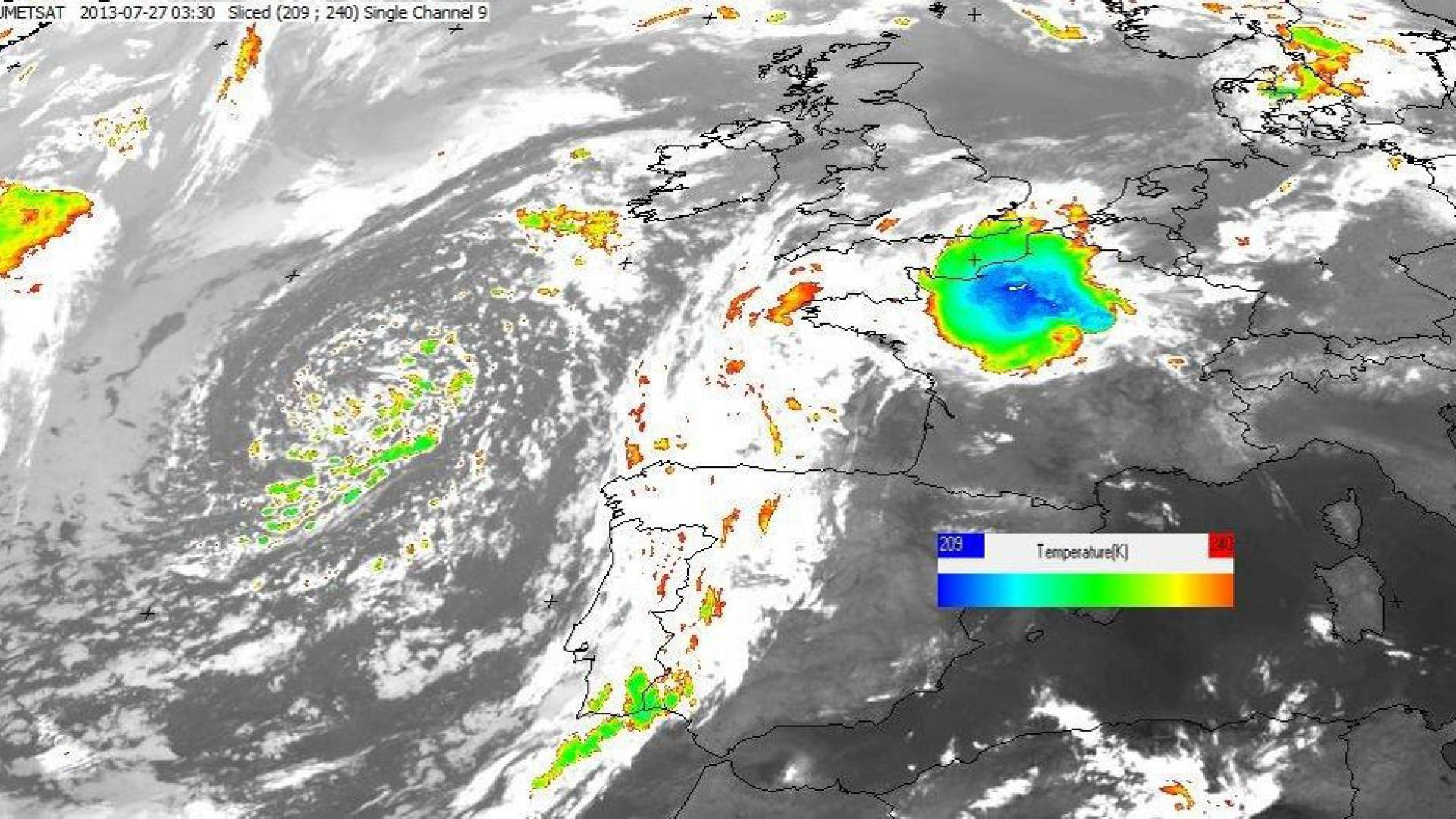 Huge convective precipitation cell crosses France