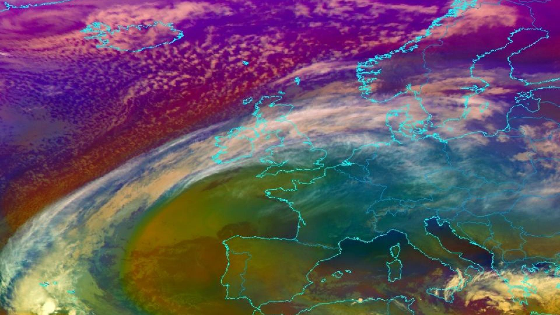 Warm and cold air seen as cold front crosses the UK