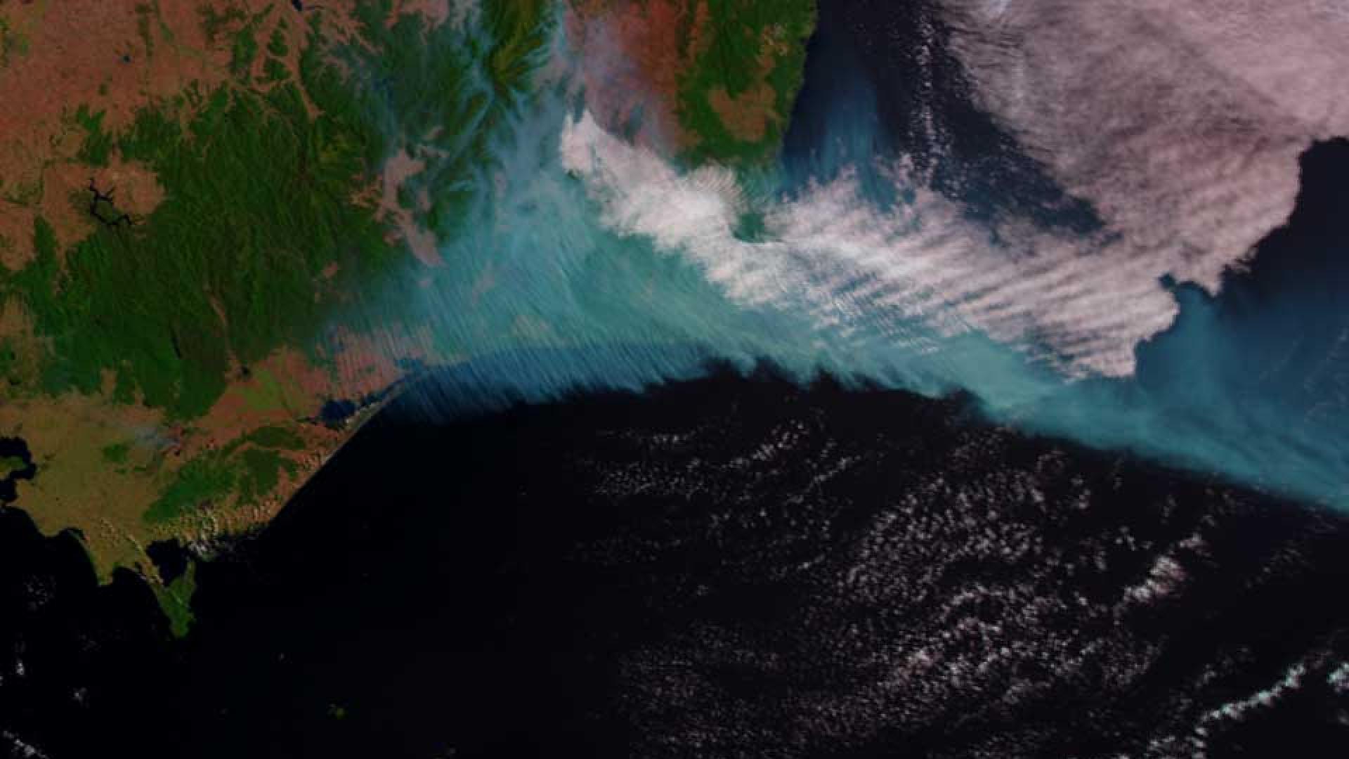 Smoke from city-sized fire in Australia