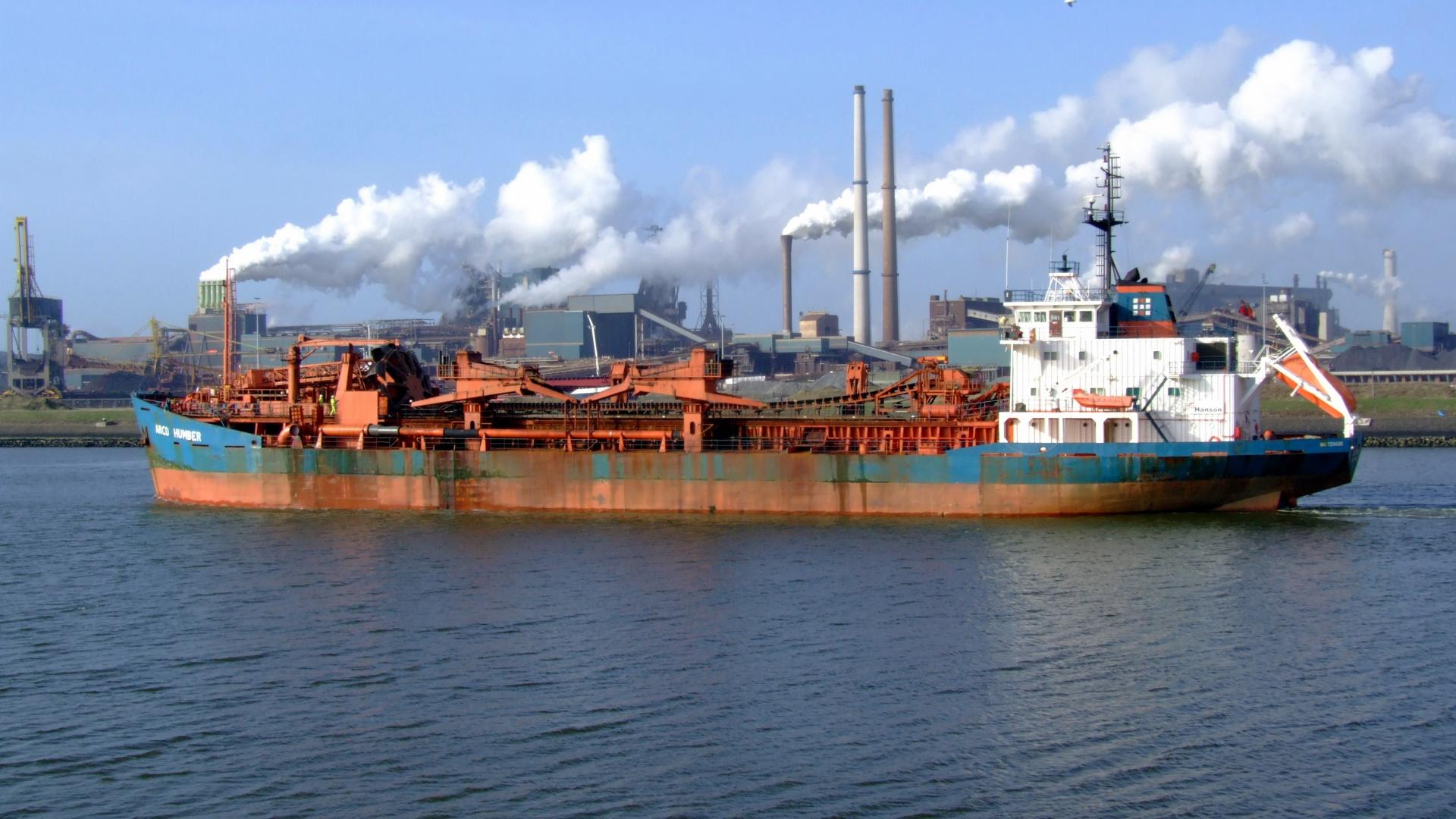 Container ship factory plume