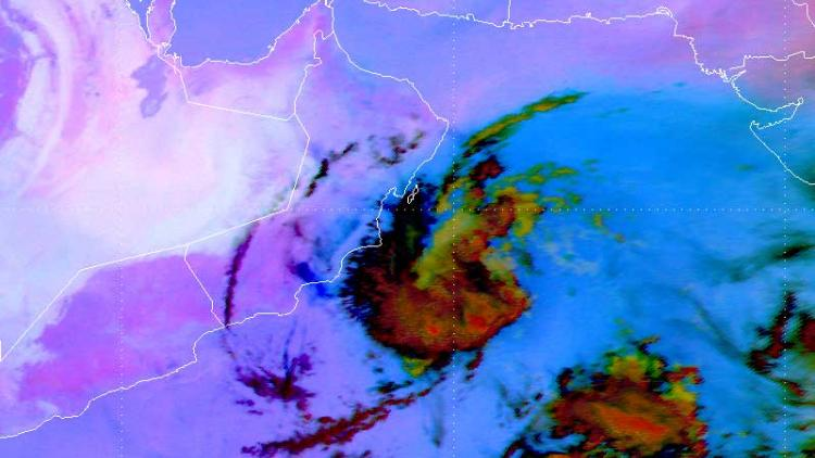 Quasi-stationary convective complex off the Omani south coast