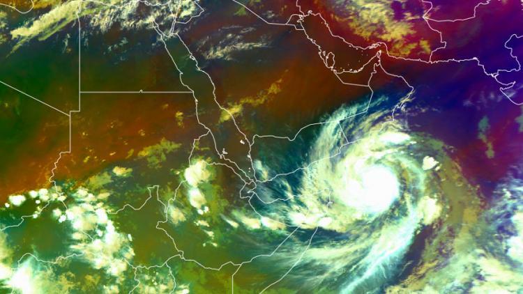 Microwave warm core of Tropical Cyclone Mekunu