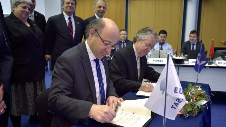 PR - 151202 - JPS agreement signature
