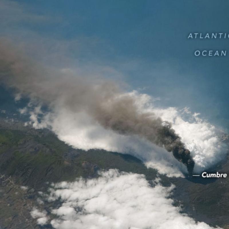 Cumbre Vieja volcano eruption seen by ISS