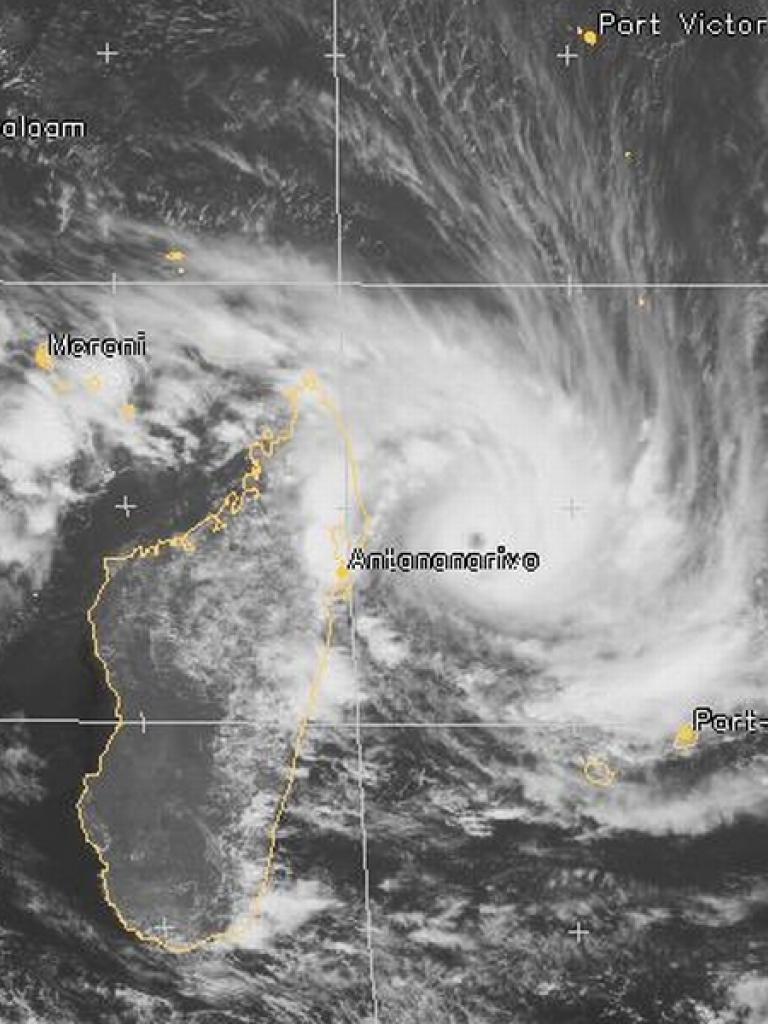Tropical Cyclone Felleng heads towards Madagascar