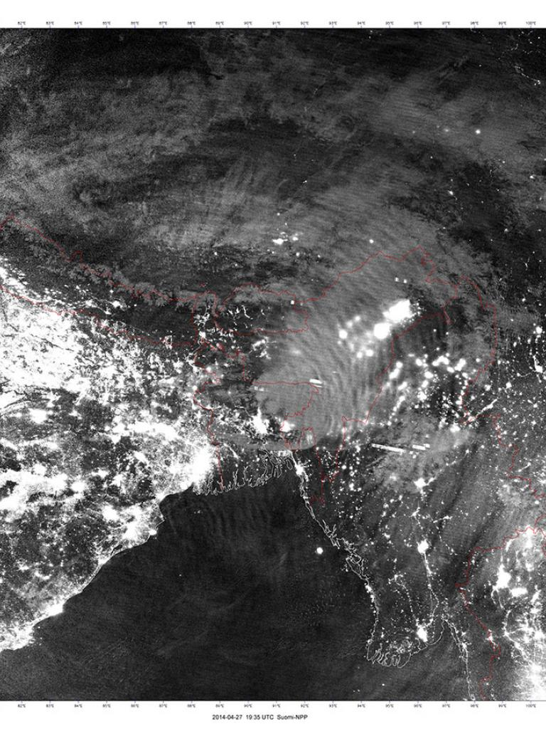 Airglow and storms over Bangladesh