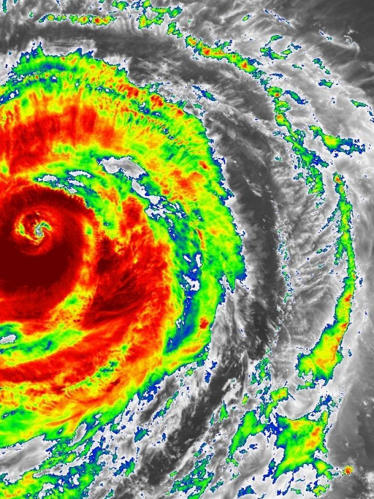 Typhoon Soudelor moving towards Taiwan
